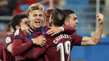 Charles (Eibar) alcanza los cuatro goles con un doblete al Betis