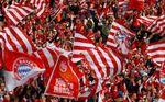 Los hinchas del Bayern lanzan billetes de 500€ en señal de protesta