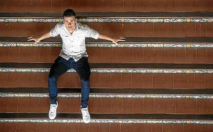 Sébastien Corchia posa para ESTADIO en la Plaza de España de Sevilla.