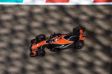 Hamilton, el más rápido en los libres de Abu Dabi; Alonso décimo y Pérez el 7