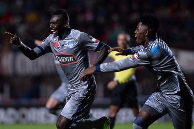 Emelec golea a Liga de Quito y se acerca a la disputa del título del torneo de fútbol en Ecuador