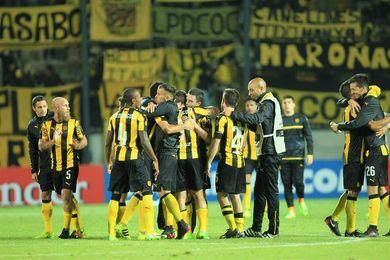 Peñarol gana el torneo Clausura de fútbol en Uruguay, a falta de una jornada y goleando a Cerro