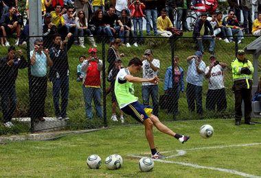 Colombiano Moreno renueva en China mientras futuro de Tévez sigue en el aire