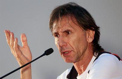Gareca viajó con la delegación de Perú al sorteo de grupos en Rusia