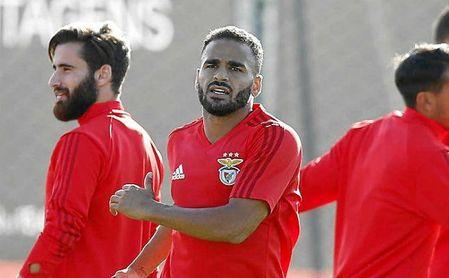 El Barça intenta evitar el regreso de Douglas a toda costa