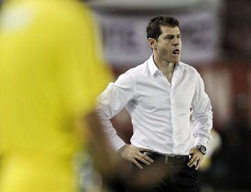 Cuenca anuncia la salida del técnico argentino Schurrer, que va al Independiente del Valle