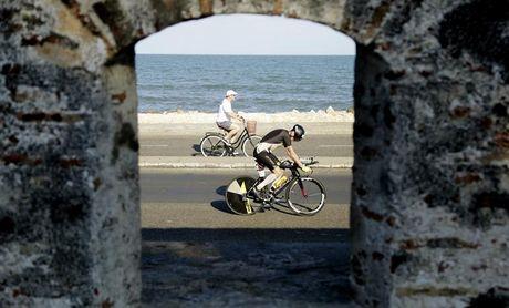 La colombiana Castillo y el estadounidense Collington ganan el Ironman Cartagena 70.3