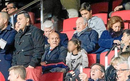 José María del Nido, viendo el Sevilla-Deportivo en la Sánchez-Pizjuán.