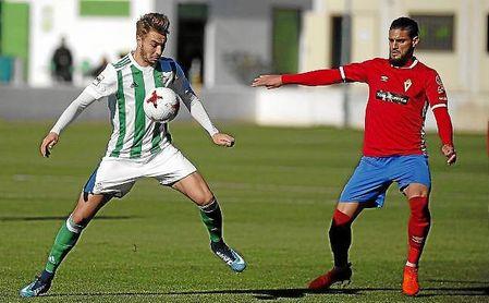 Loren tuvo en sus botas el 1-0 pero su penalti lo adivinó Biel Rivas.