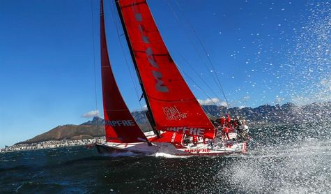 El VO65 ´Mapfre´ español puesto de nuevo en el agua