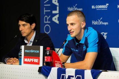 Rodrigo Ely cae lesionado y mantiene los problemas en la defensa alavesista