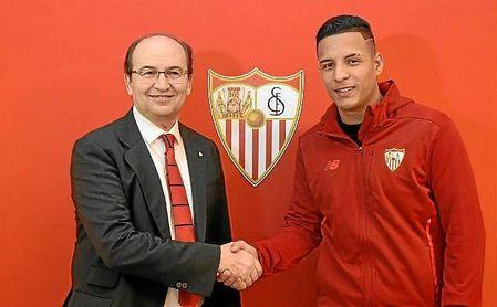 José Castro, junto a Guilherme Arana tras firmar por el Sevilla.