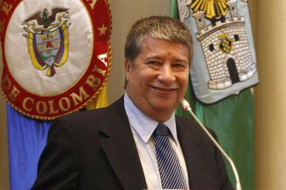 Condecoran al seleccionador de Panamá en medio de la polémica