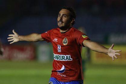 2-1. El mexicano Kamiani ayuda al Municipal a llegar con ventaja a Petapa
