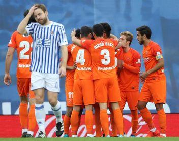 0-2. El Málaga también le gana a la Real en Anoeta y deja de ser colista