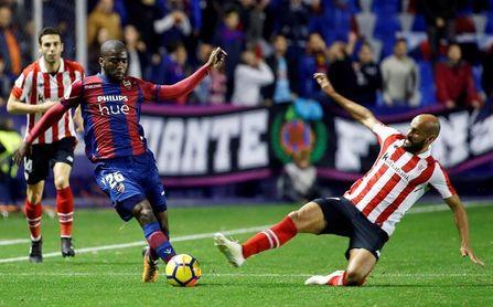 1-2. El Athletic se lleva demasiado premio ante el Levante