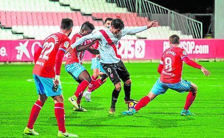 Carlos Fernández, con la baja una semana más de Marc Gual, continuará siendo la única referencia arriba del Sevilla Atlético.