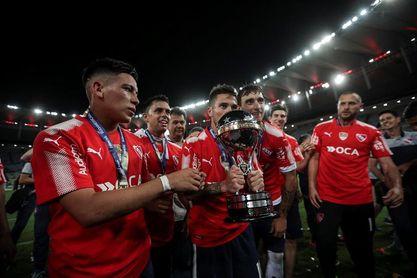 Jugadores de Independiente celebran en Argentina haber ganado la Sudamericana
