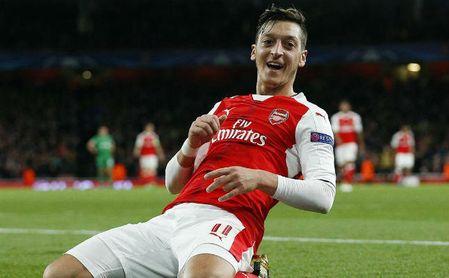Özil prefiere irse al United antes que al Barça