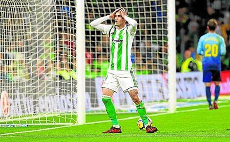 Tonny Sanabria lamenta una ocasión fallada ante el Girona.