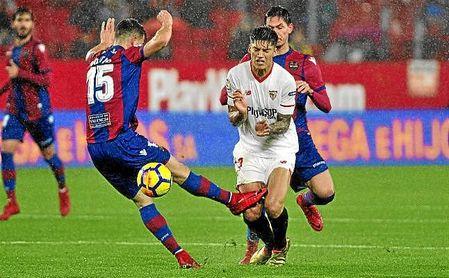 Correa, en un lance del partido ante Postigo.