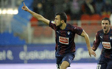 2-1. El Eibar se viene arriba y deja el Valencia más cerca del Sevilla