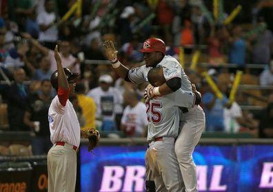 Leones y Gigantes se colocan a medio juego del liderato en el béisbol dominicano