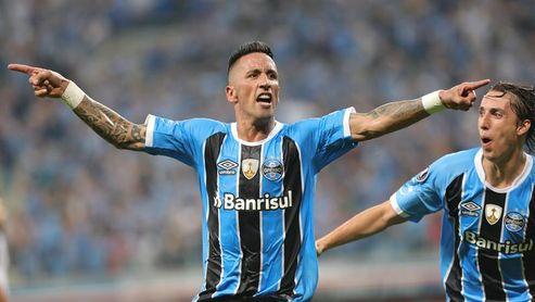 El paraguayo Lucas Barrios deja el Gremio tras la final del Mundial de Clubes
