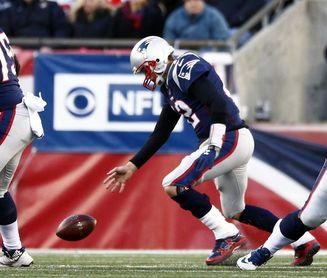24-27. Brady da a los Patriots el título de División