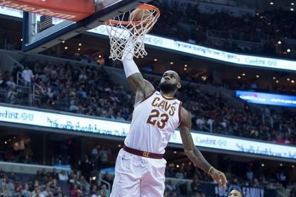 James repite triple-doble con Cavaliers; ganan Raptors, Pacers y Pistons