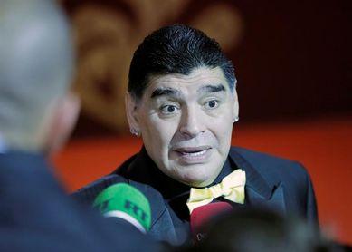 Maradona, invitado a un partido benéfico que contará con Lula y Chico Buarque