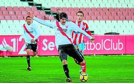 Carlos Fernández, ´pichichi´ sevillista con seis goles, regresará tras su sanción.