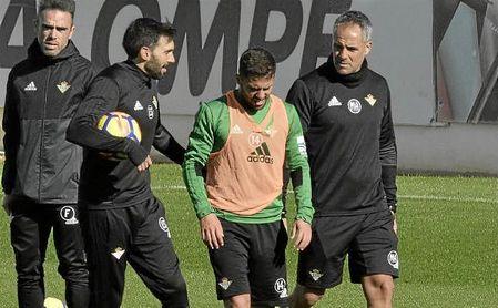 Marcos Álvarez, junto a Durmisi y Éder Sarabia, en un entrenamiento.