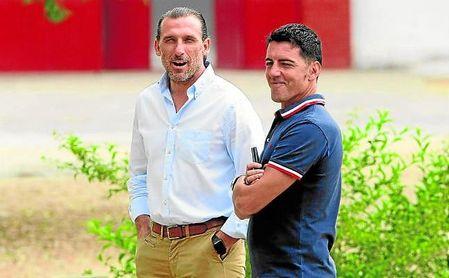 Óscar Arias, junto a su amigo Javi Guerrero, enlace con la primera plantilla blanquirroja.