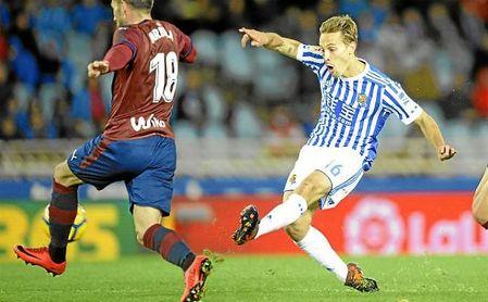 Sergio Canales está contando para Eusebio pero aún no ha renovado con la Real.