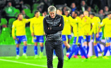 Setién lamenta uno de los goles que el Betis encajó ante el Cádiz en Copa, un mal que repitió en Liga.