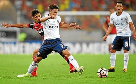 Nicolás Tagliafico, en un partido con Independiente.