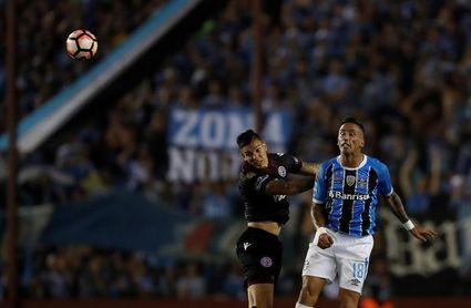 El regreso de Lucas Barrios a Colo Colo se convirtió en culebrón sin final feliz