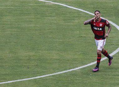 Flamengo suspende el contrato de Guerrero hasta recuperar la condición para jugar