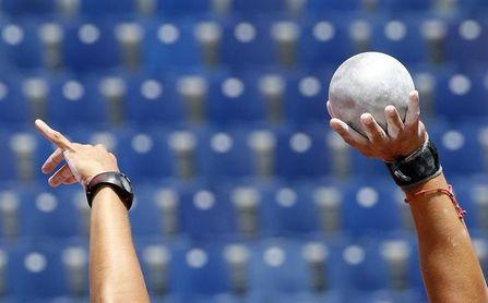 Muere un juez árbitro por impacto de bola en una prueba lanzamiento de peso