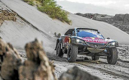 Imagen del Peugeot de Carlos Sainz en la 12ª etapa del Dakar.