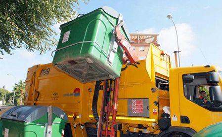 Rescatan de un camión de Lipasam y sin heridas graves a una persona que dormía en un contenedor