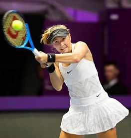 Wozniacki arrolla a Potapova en su debut en San Petersburgo