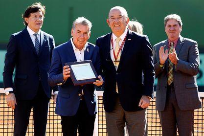 Manolo Santana recibe un homenaje en la pista que lleva su nombre