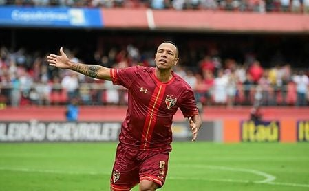 Luis Fabiano podría regresar al Sao Paulo.