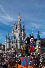 Nick Foles celebra la victoria de los Eagles con la magia de Disney World