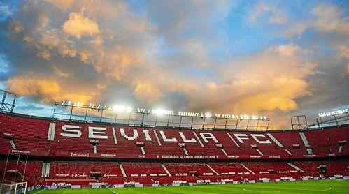 Imagen del cielo sobre el Ramón Sánchez-Pizjuán antes del partido de Copa ante el Cádiz.