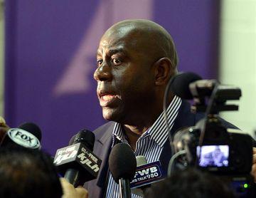Los Lakers vuelven a ser multados con 50.000 dólares por unos comentarios de Magic Johnson