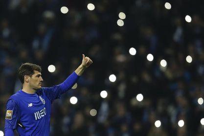 Casillas cumple cien partidos con el Oporto reconvertido en portero suplente