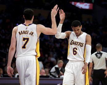 Los Cavaliers sorprenden con el traspaso de Thomas a los Lakers por Clarkson y Nance Jr.